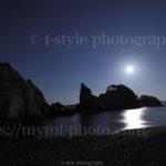 月が浮かぶ浄土ヶ浜