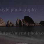 月夜の浄土ヶ浜と薄い天の川