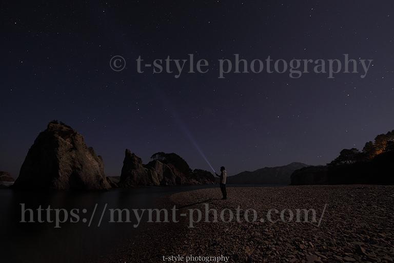 岩手県浄土ヶ浜の月光写真とレーザービーム