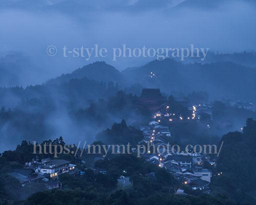 霧に包まれた吉野山