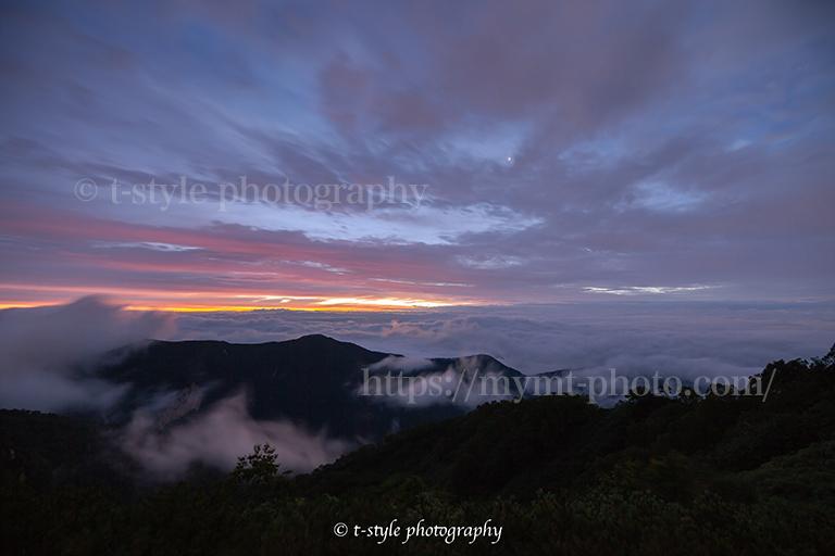 燕岳から見る早朝の雲海