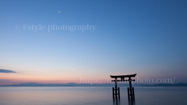 夜明けの白髭神社が荘厳で美しい