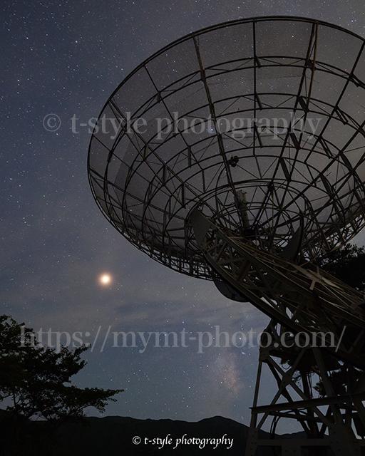 みさと天文台で撮影した電波望遠鏡と天の川と火星