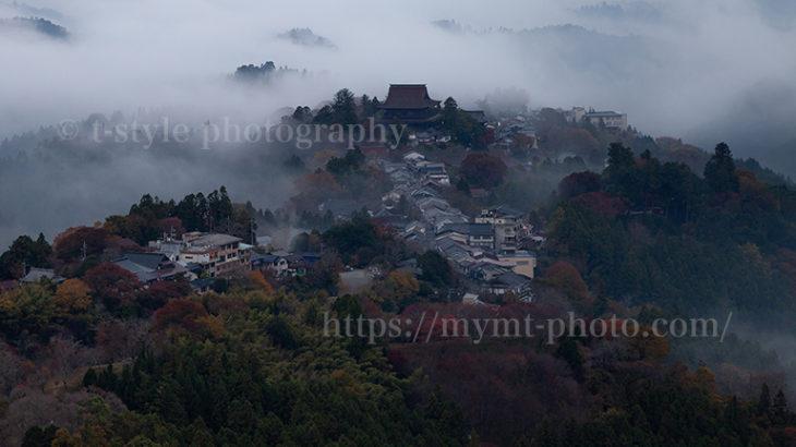 紅葉した吉野山と雲海