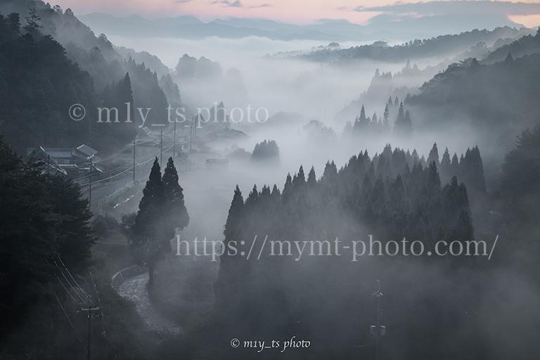 朝霧に包まれた宮奥ダム