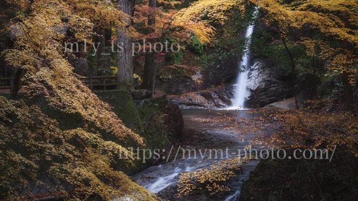 美しき投石の滝と紅葉